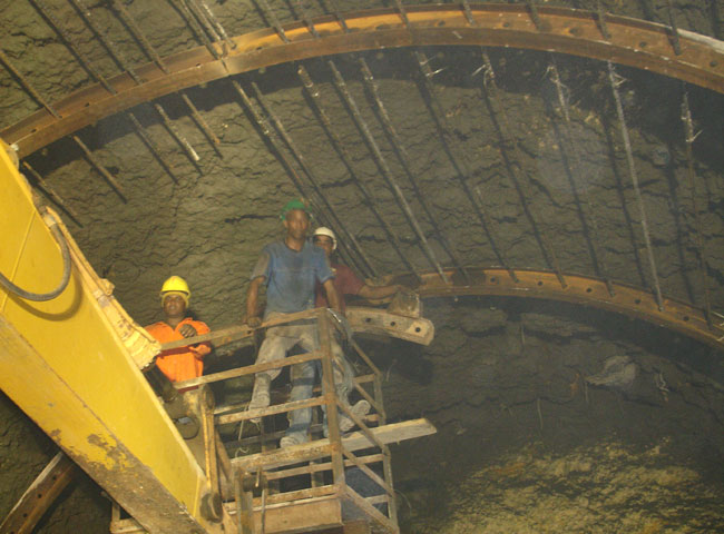 Shotcrete Support and Walls on a Tunnel Project